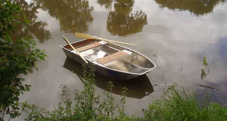 Boot mit flachem Boden