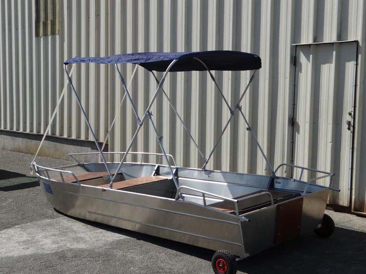Leichtes Fischerboot (10)