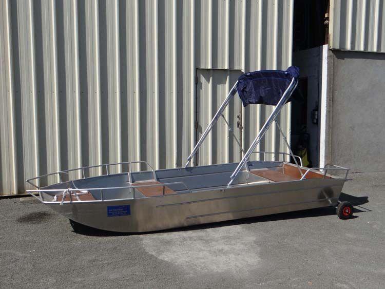 Leichtes Fischerboot (8)