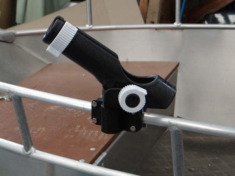 Aluminiumboot - schwarzer Rohrstockhalterung (2)